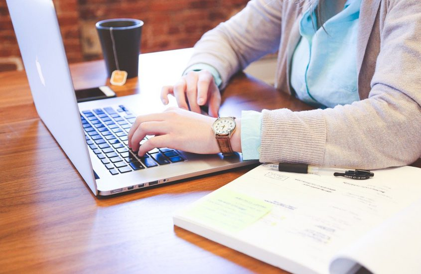 Ergonomisch inrichten van je thuiswerk kantoor met kantoormeubelen